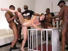 Blonde Mature avec des gros seins suce la longue nigger bite et baise avec un homme noir