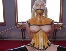 Salope élégante avec un massage et a été reçu gars otliz fucked