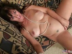 star du porno phoenix marie organise une session de masturbation anale